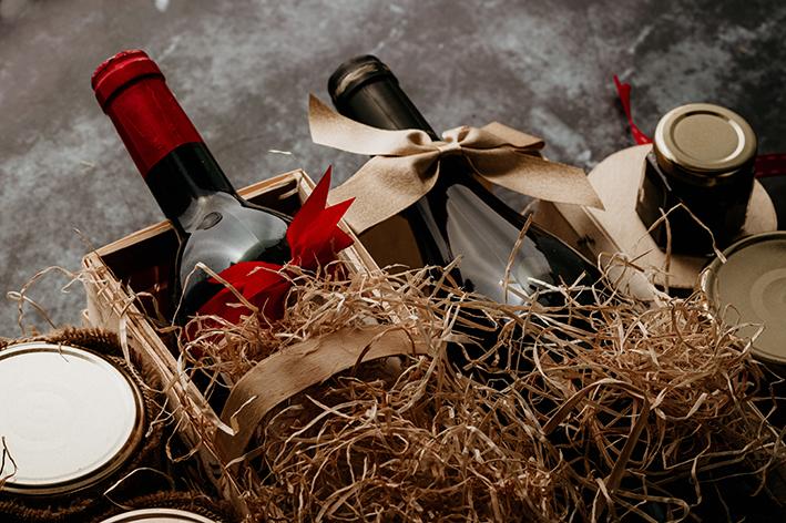 Cadeau d'affaires : bouteilles de vin et produits gastronomiques